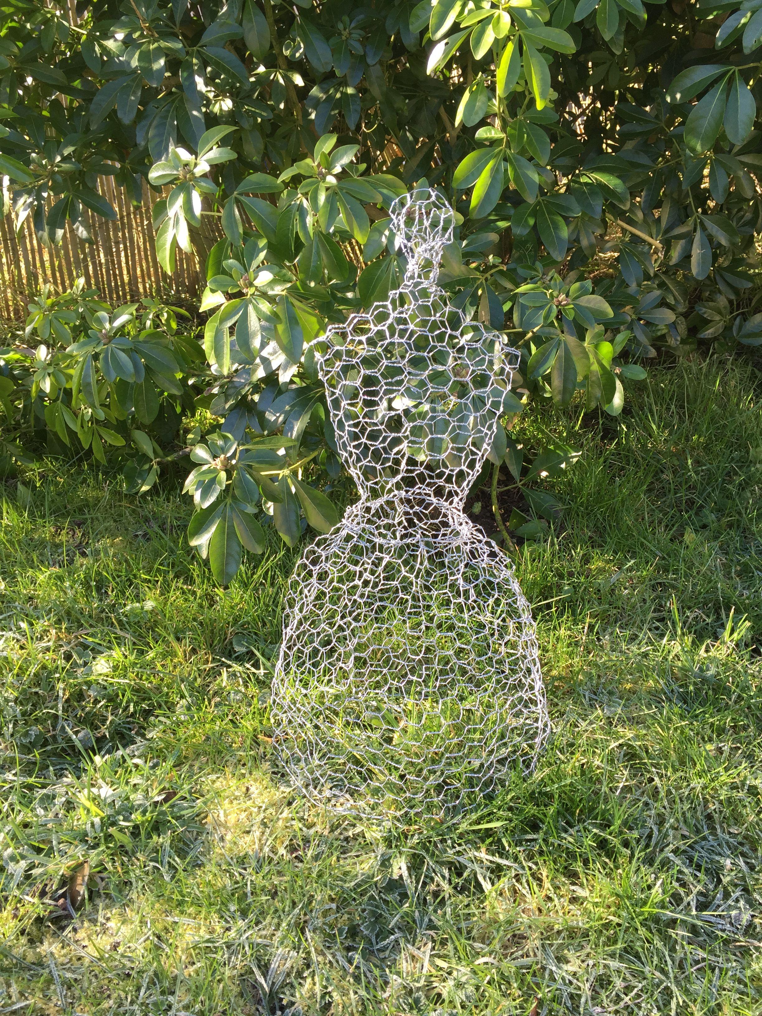 sculpture de jardin en grillage poule ardoises et grillage poule pinterest sculptures. Black Bedroom Furniture Sets. Home Design Ideas