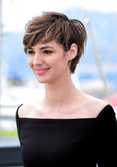 Pixie Haircut With Noses 5 Haircuts You Should Try If You Have Thick Hair Ediva Gr Pixie Hairstyles Long Pixie Hairstyles Short Hair Styles Pixie