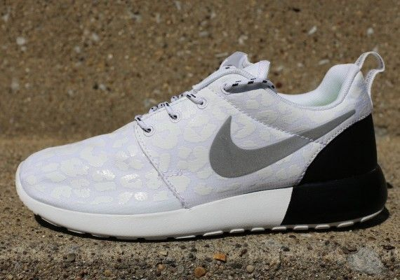 Nike WMNS Roshe Run Premium Glow in the Dark Leopard