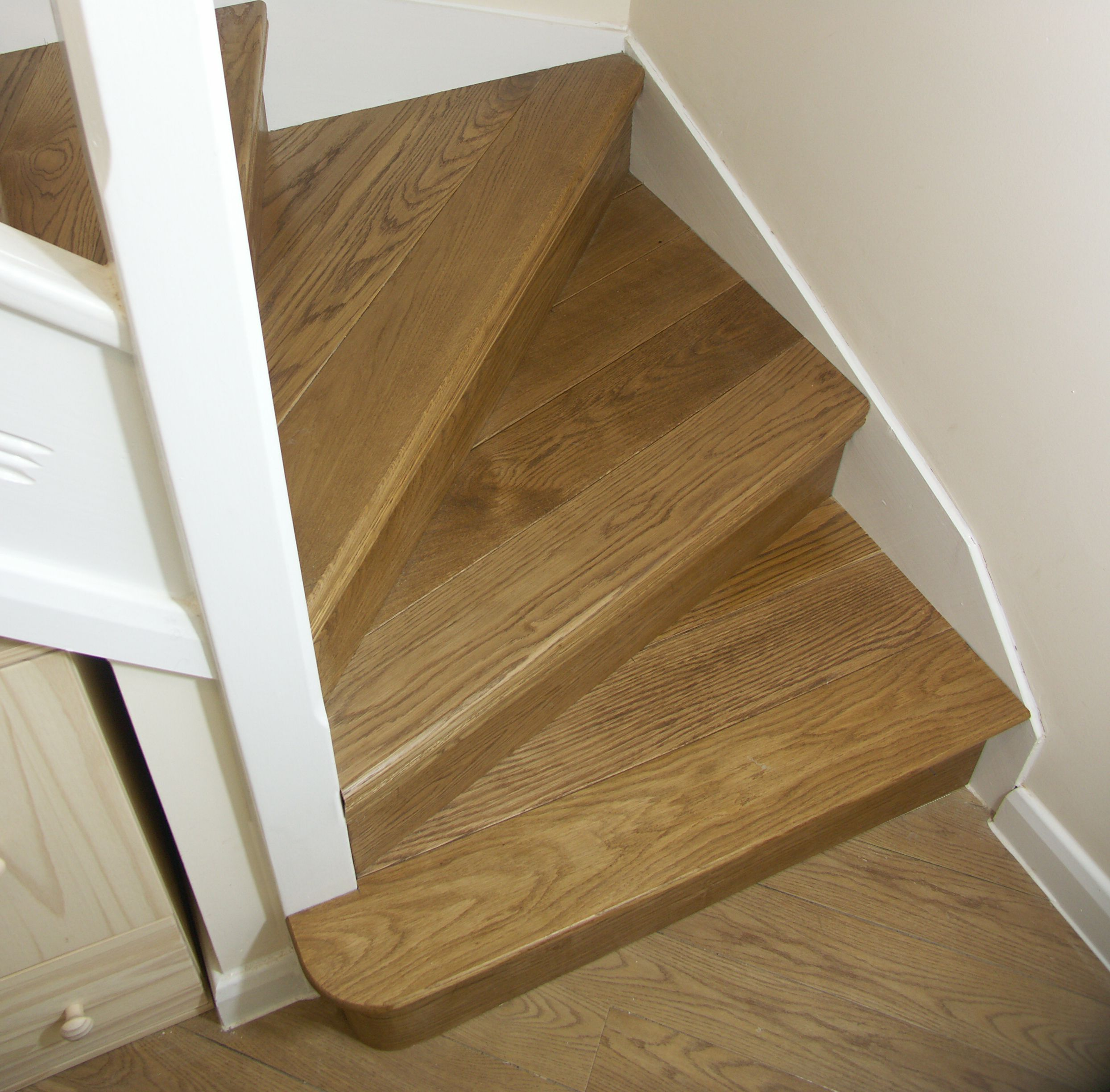 Oak stair cladding oak kyte winder flight oak bullnose for Wood floor 90 degree turn