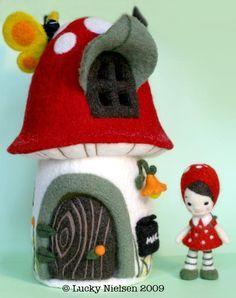 Needle Felting: Stunning Mushroom House by Lucky Nielsen « LIVING FELT Felting Friends Fun!