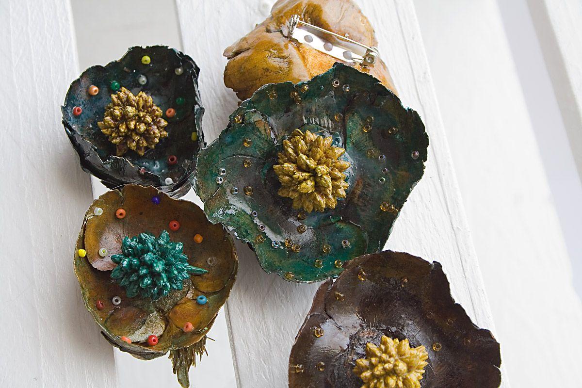 Spille a forma di fiore essiccate e lucidate con piccole perline colorate all'interno, versatili e molto utili!!!