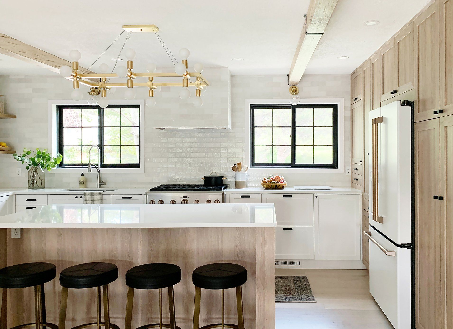 Beautiful And Functional Kitchen With Chris Loves Julia S Cove Shaker Functional Kitchen Kitchen Kitchen Style
