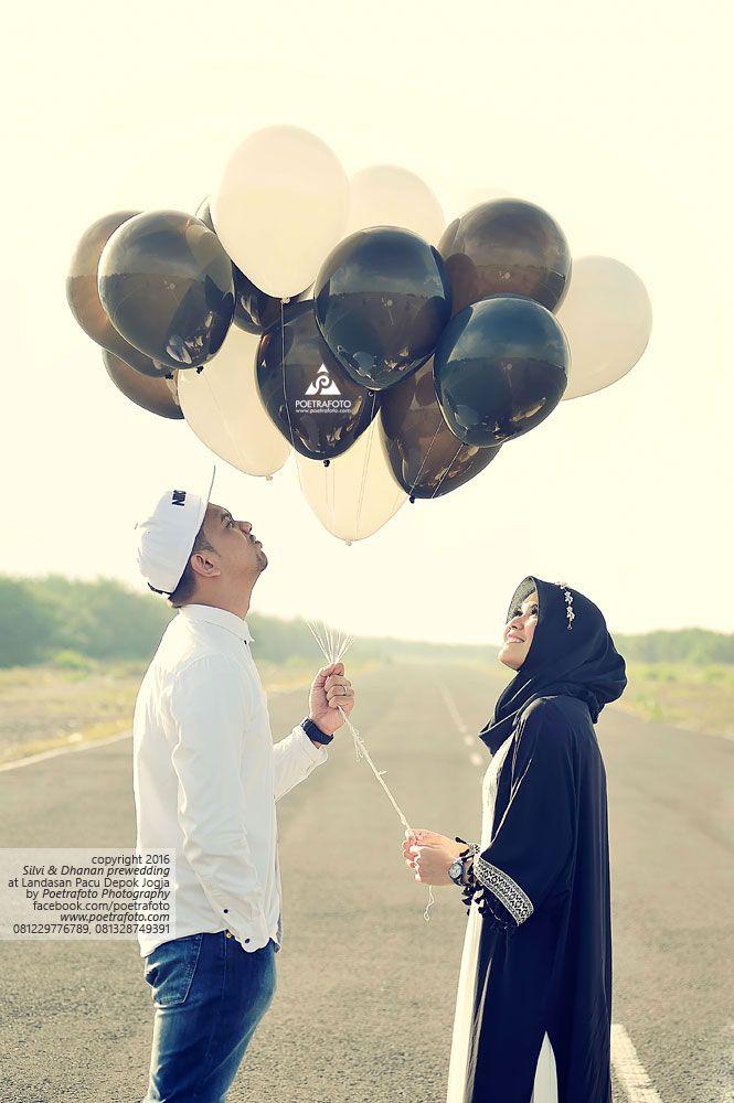 Foto Prewedding Outdoor Hijab Unik Di Landasan Pacu Pantai Depok