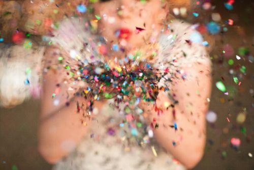 Resultado de imagem para blow confetti gif