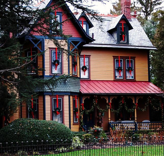 Beautiful Home Exterior Colors: I Love When People Paint Their Victorian Houses Multi