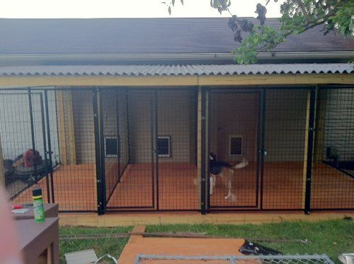 25 b sta outdoor dog kennels id erna p pinterest for Dog kennel in garage ideas