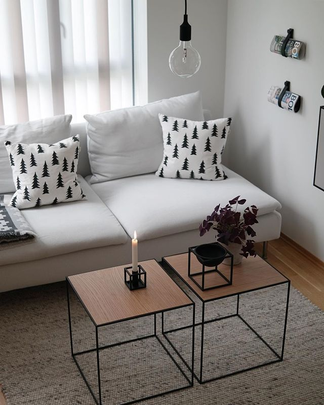 Note: coffe table that doesn't dominate the space and pillows