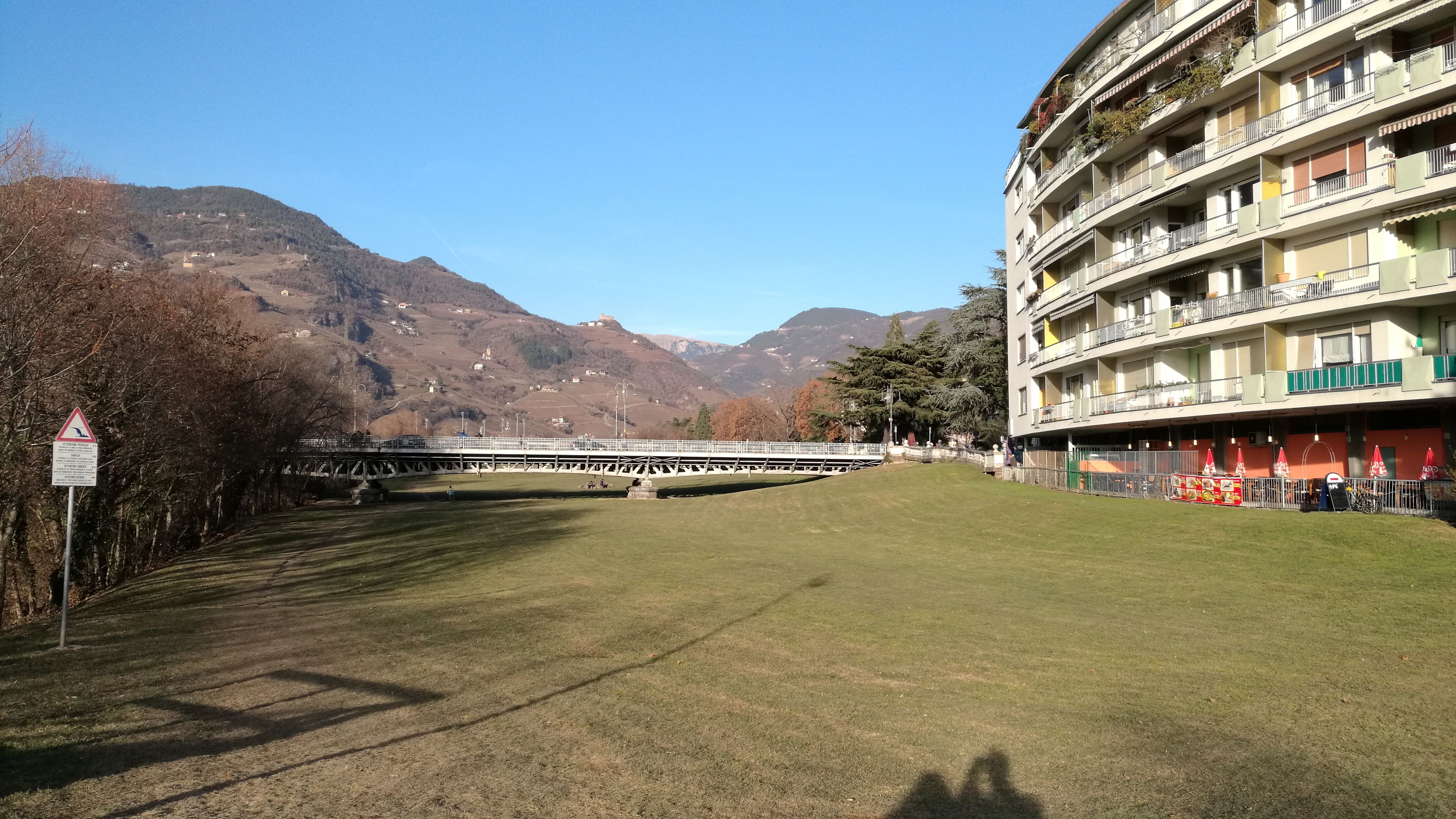 El paseo junto al río en Bolzano