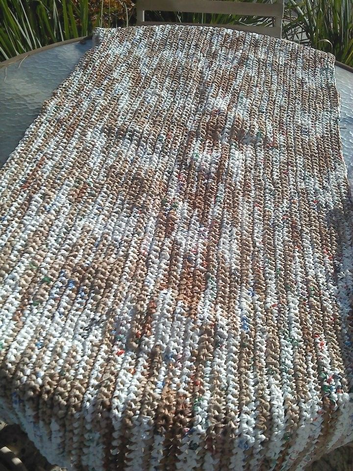 Diy Crochet Plastic Bags Into Sleeping Mats For The Homeless 1