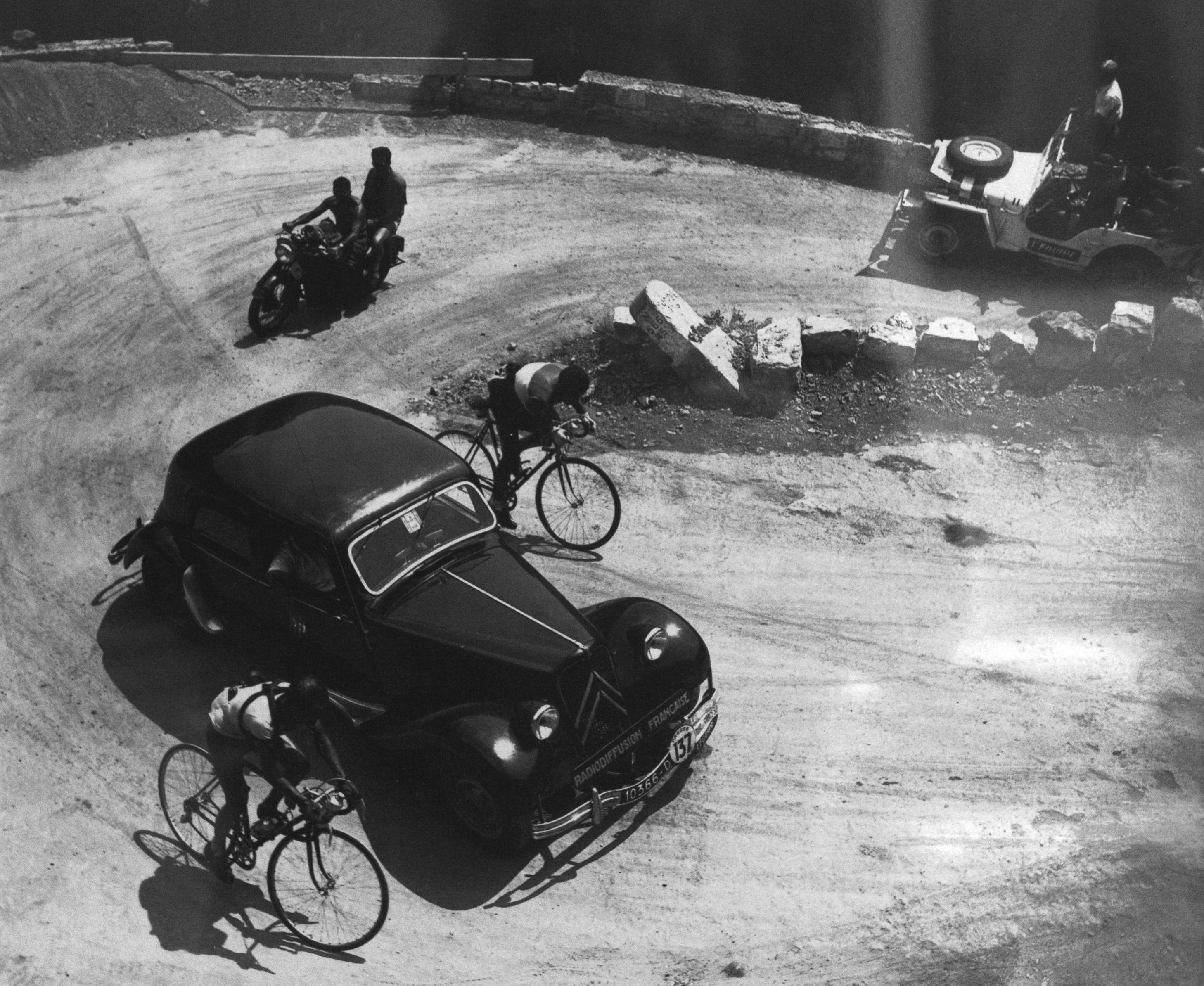 Tour de France 1950.  16^Tappa, 30 luglio.  Menton > Nizza. Col de Turini. Jean Robic (1921-1980) e Louison Bobet (1925-1983)
