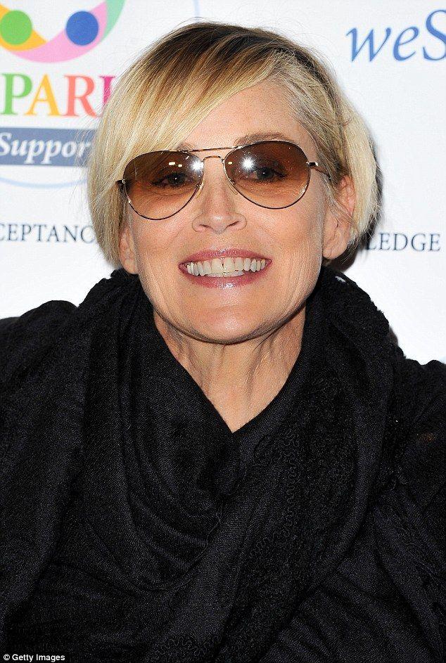 Sharon Stone, 58, en la presentaciòn de Noche de Comedia Wespark en el Centro Skirball en Los Angeles