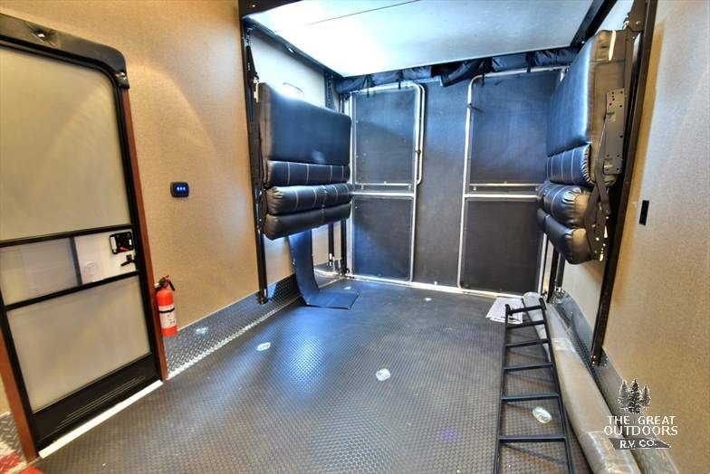 The Vengeance 398v Is A Fifth Wheel For The Toy Enthusiast It