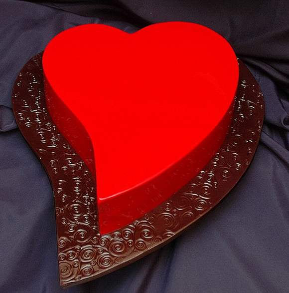 bright red heart shaped valentine cake.sw #desserts ...