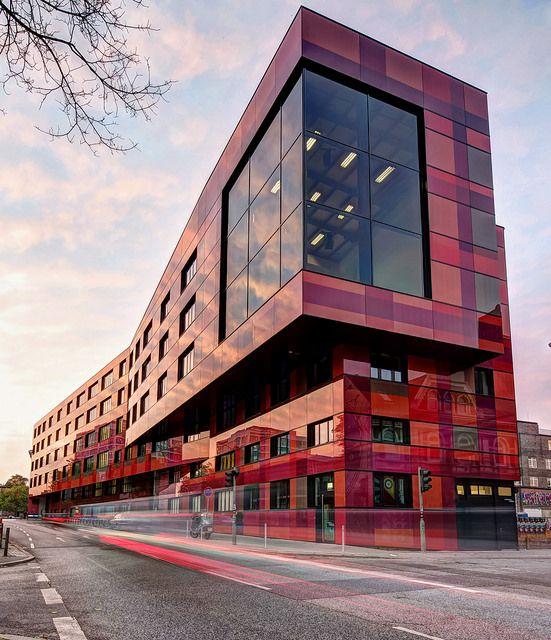 Aida entertainment house for Moderne architektur hamburg
