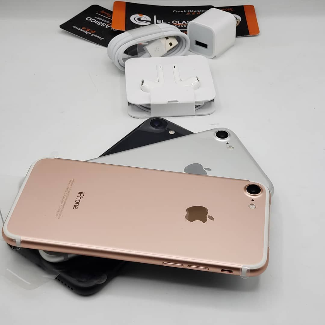 Apple Iphone 7 Gold Silver And Black Iphone Discount Iphone Iphone 7 Gold