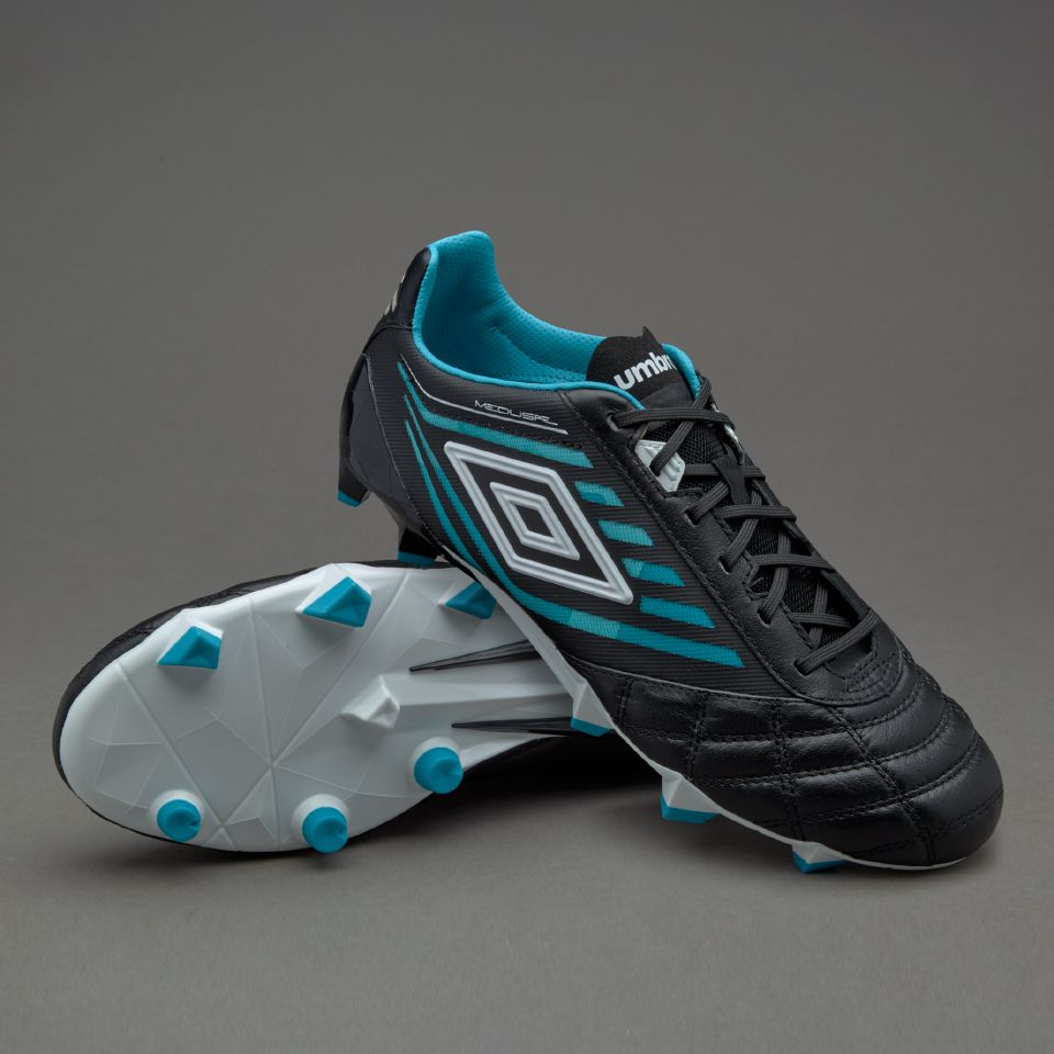 Cleats Umbro black forecast to wear for spring in 2019