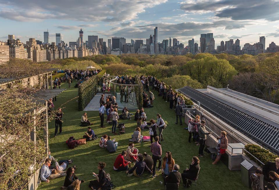 Rooftop Picnic Metropolitan Museum Google Search Nyc Rooftop Rooftop Bars Nyc Best Rooftop Bars