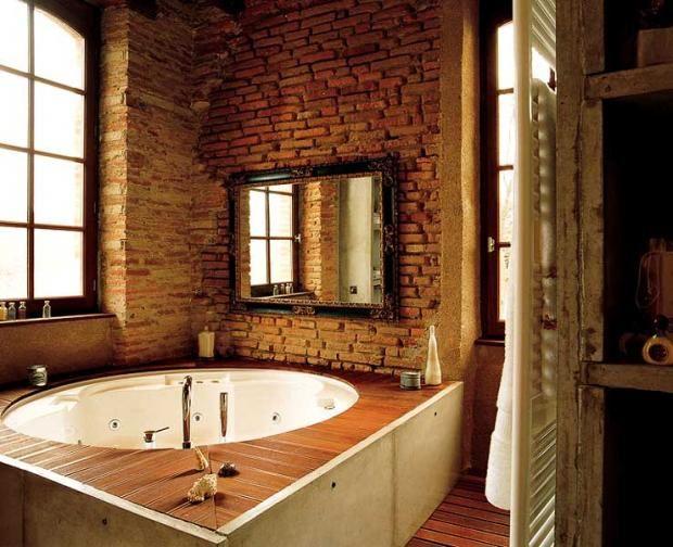 Wandgestaltung in Architektenhäusern Badezimmer mit Backsteinmauer - badezimmer 7m2