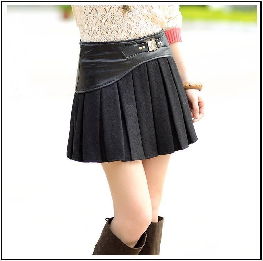 Black Short Pleated Skirt