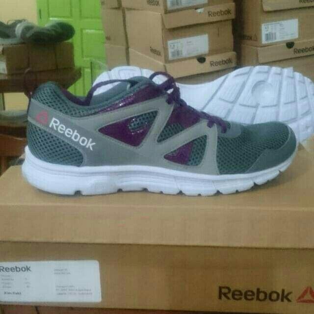 24da380871d4 Saya menjual Sepatu reebok ori seharga Rp300.000. Dapatkan produk ini hanya  di Shopee