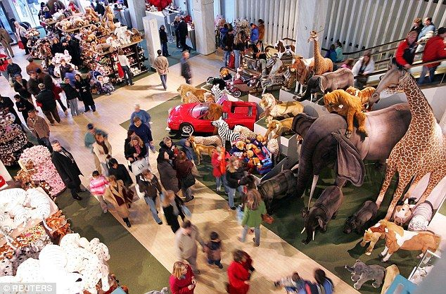 Farewell fao schwarz last day of business at nyc toy store sciox Image collections