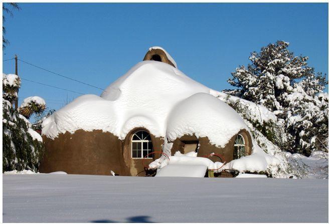 Maison en sacs de terre de 50m2 pour 8700 \u20ac construite à 3 en 8 - Budget Pour Construire Une Maison