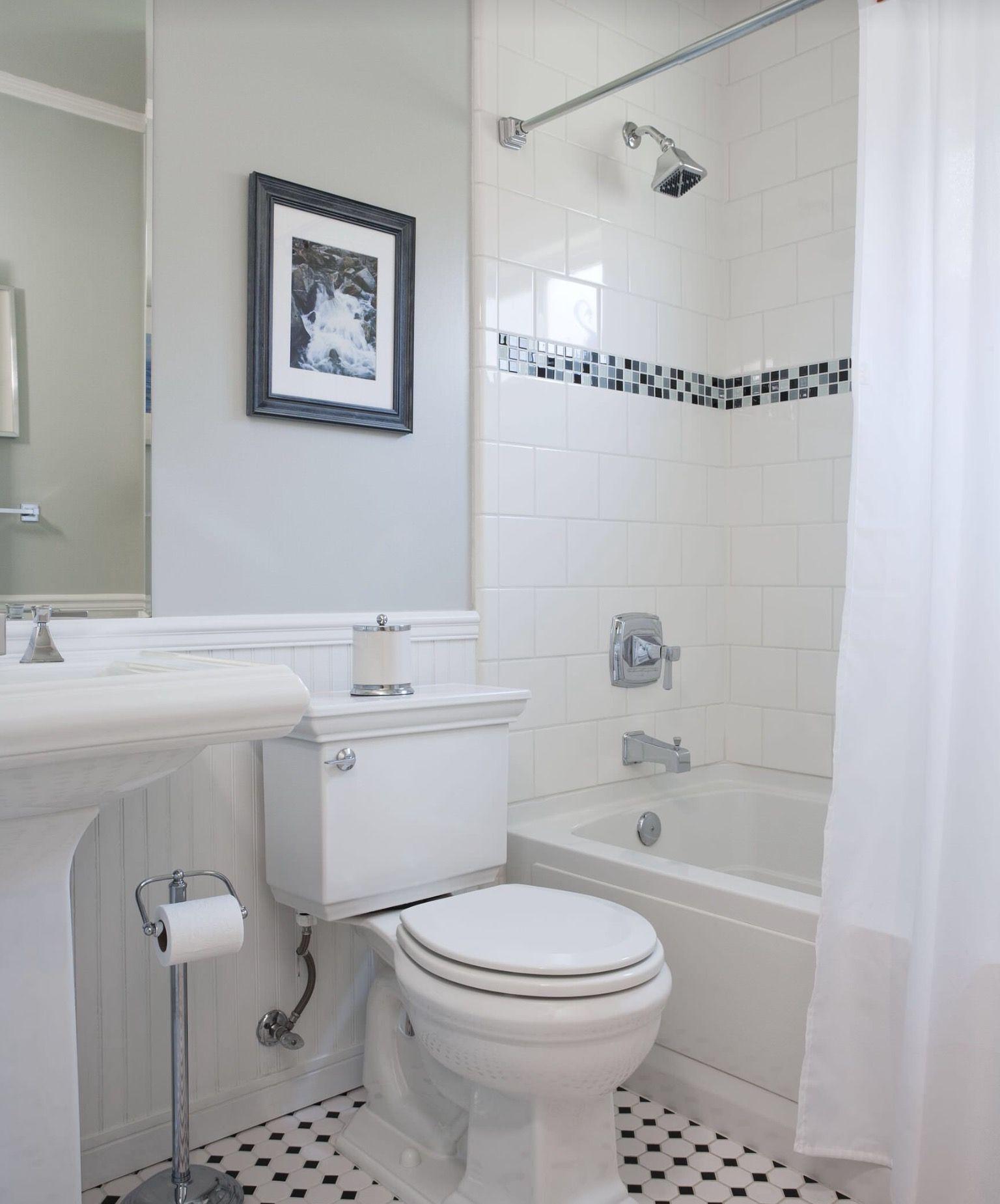 Pin By Marz On Bathrooms Bathroom Tile Designs White Bathroom Designs Traditional Bathroom