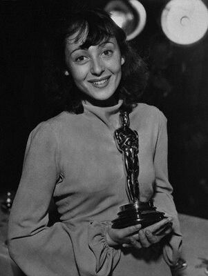 "Luise Rainer, early 1930s  Born 12 January 1910 (age 104) Düsseldorf, Germany Residence London, England, UK Oh so known for the Academy Award winning 1937 "" The Good Earth"""