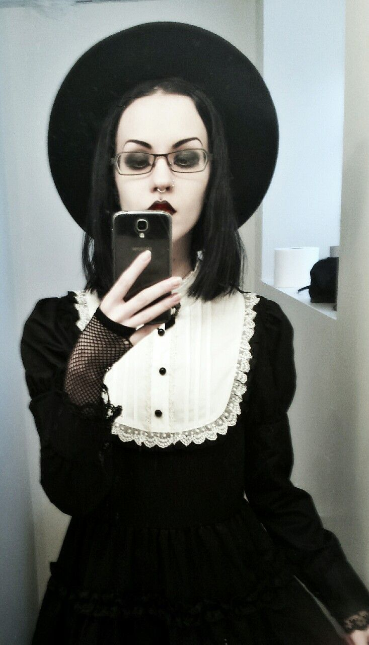 She Is The Definition Of Vintage Goth Style Pinterest Vintage Goth Definitions And Vintage