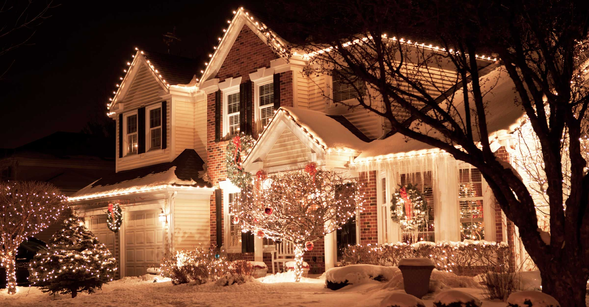 Outdoor Christmas Lights Ideas For The Roof Christmas Lights Etc Christmas House Lights Outdoor Christmas Lights Christmas Lights Outside