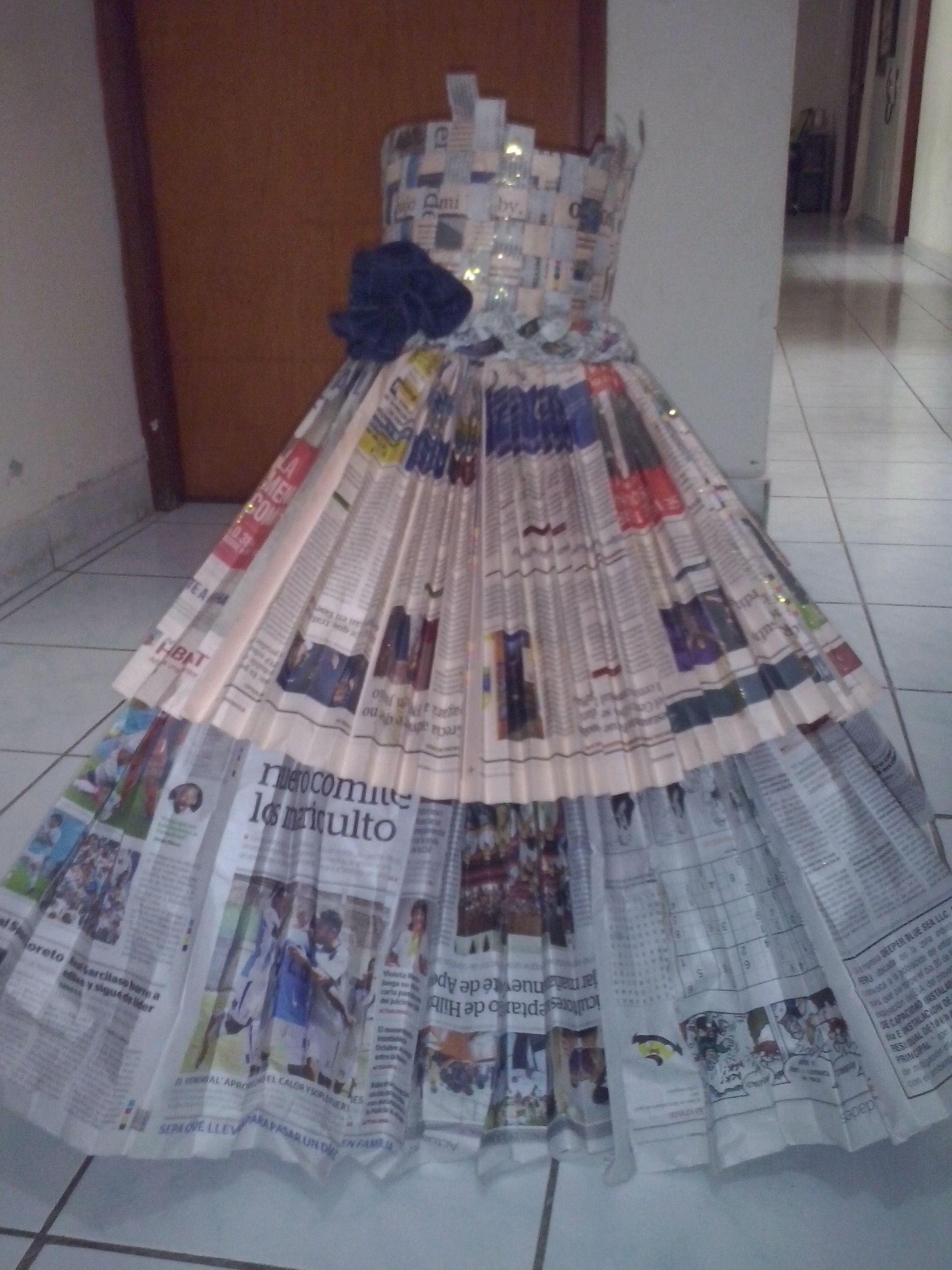 Vestido De Papel Parte Superior Trabajado Con Media Hoja