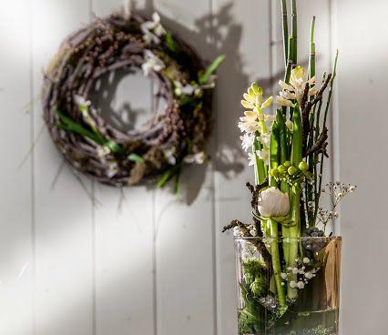 jetzt muss ein bisschen kribbeln her fr hling gesteck glas hyazinthe kranz floristik. Black Bedroom Furniture Sets. Home Design Ideas