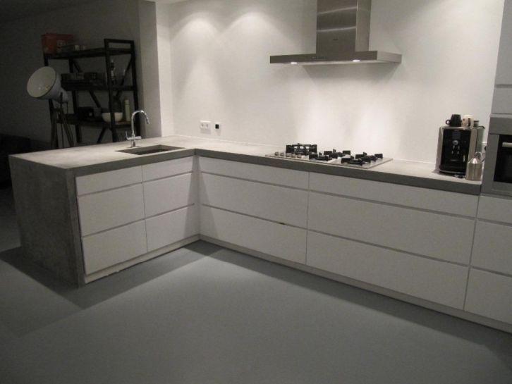 Concrete kitchen, beton wit, keuken beton Hoogglans wit met beton
