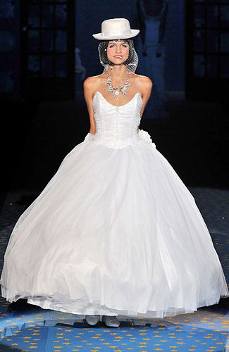 Betsey Johnson Bridal Gowns?! yes<3 | Clothes=fashion=art Runway ...