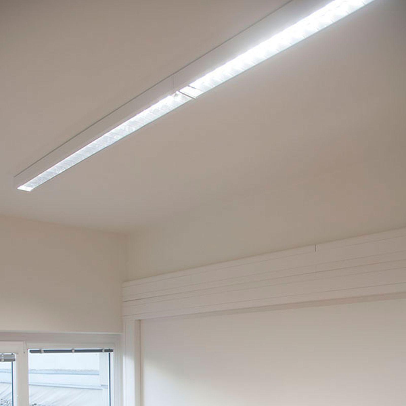Die aus weißem Stahlblech gefertigte LED-Deckenleuchte cubus ist mit einem reflexionsverstärkenden Aluminium-Parabolraster ausgestattet. Sie eignet sich zur blendfreien Bürobeleuchtung - auch über Bildschirm-Arbeitsplätzen. - Lichtaustritt: 100 % direkt - Entblendung: UGR ≤ 19 und Leuchtdichte L65 - Lebensdauer: 50.000 h L80/B10 - Stoßfestigkeit: IK03 - inklusive nicht dimmbarem, elektronischem Treiber - Anschluss: dreipolige Anschlussklemme mit Steckkontakten Energieeffizienzklasse: A++