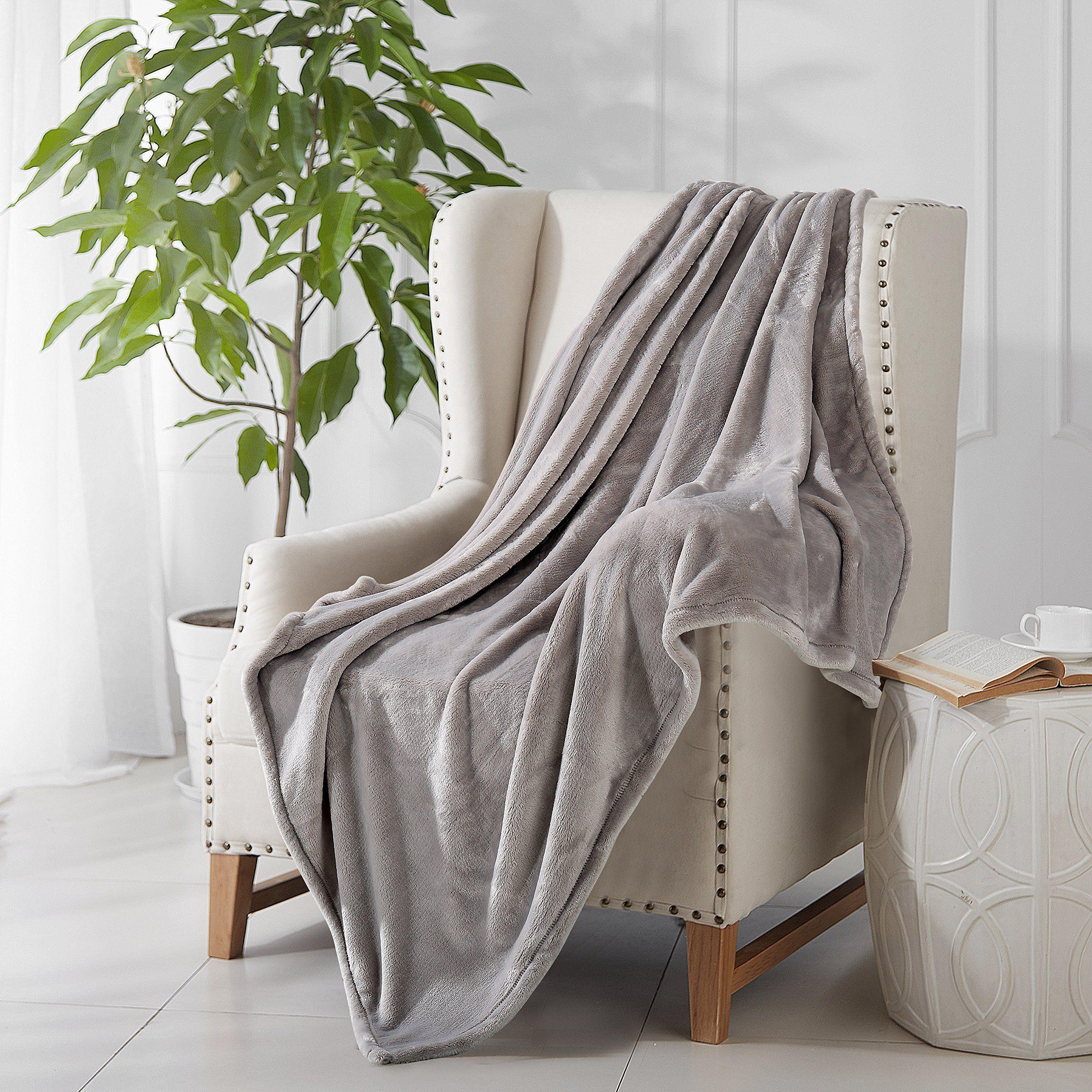 Flannel fleece blanket  Reafort Ultra Soft Flannel Fleece All Season GSM Light Weight