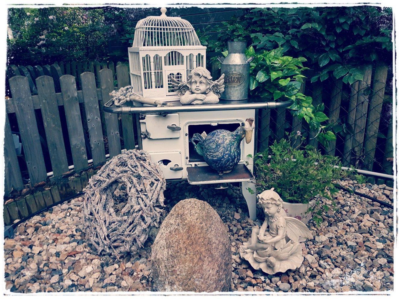 Die Küchenhexe hat auch einen Platz gefunden....   Shabby Garten ...