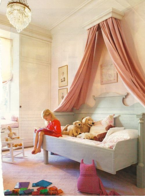 #children's room, beautiful #daybed with #canopy. Love the #paleturqouise and #coral.