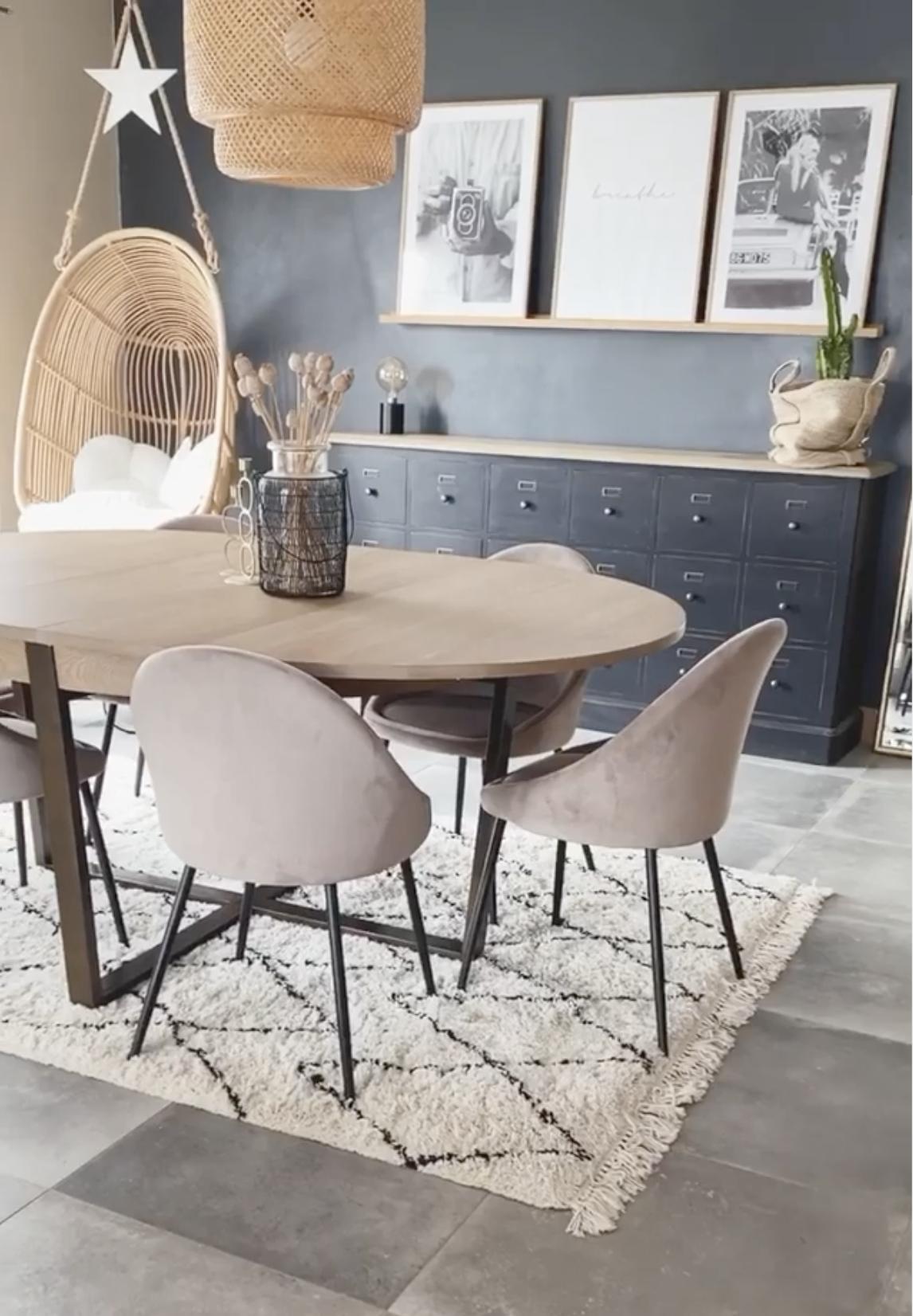 Salle A Manger Table Ovale Chaise Fauteuil En Velours Design Scandinave Tapis Berbere Pas Cher En 2020 Salle A Manger Table Ovale Chaise Design Chaise Fauteuil