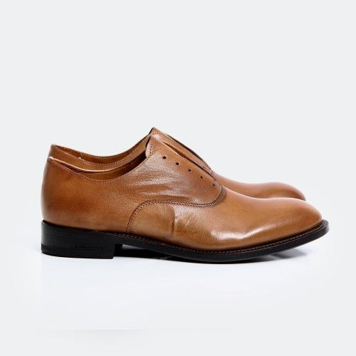 DSquared2 Leather Shoe.  Classic leather dress shoe for seasonless looks.  Paired well with a navy cotton suit and casual button down.