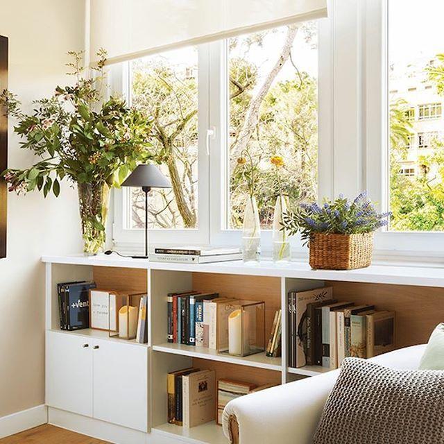 para aprovechar al mximo el espacio que hay bajo la ventana coloca una estantera adems