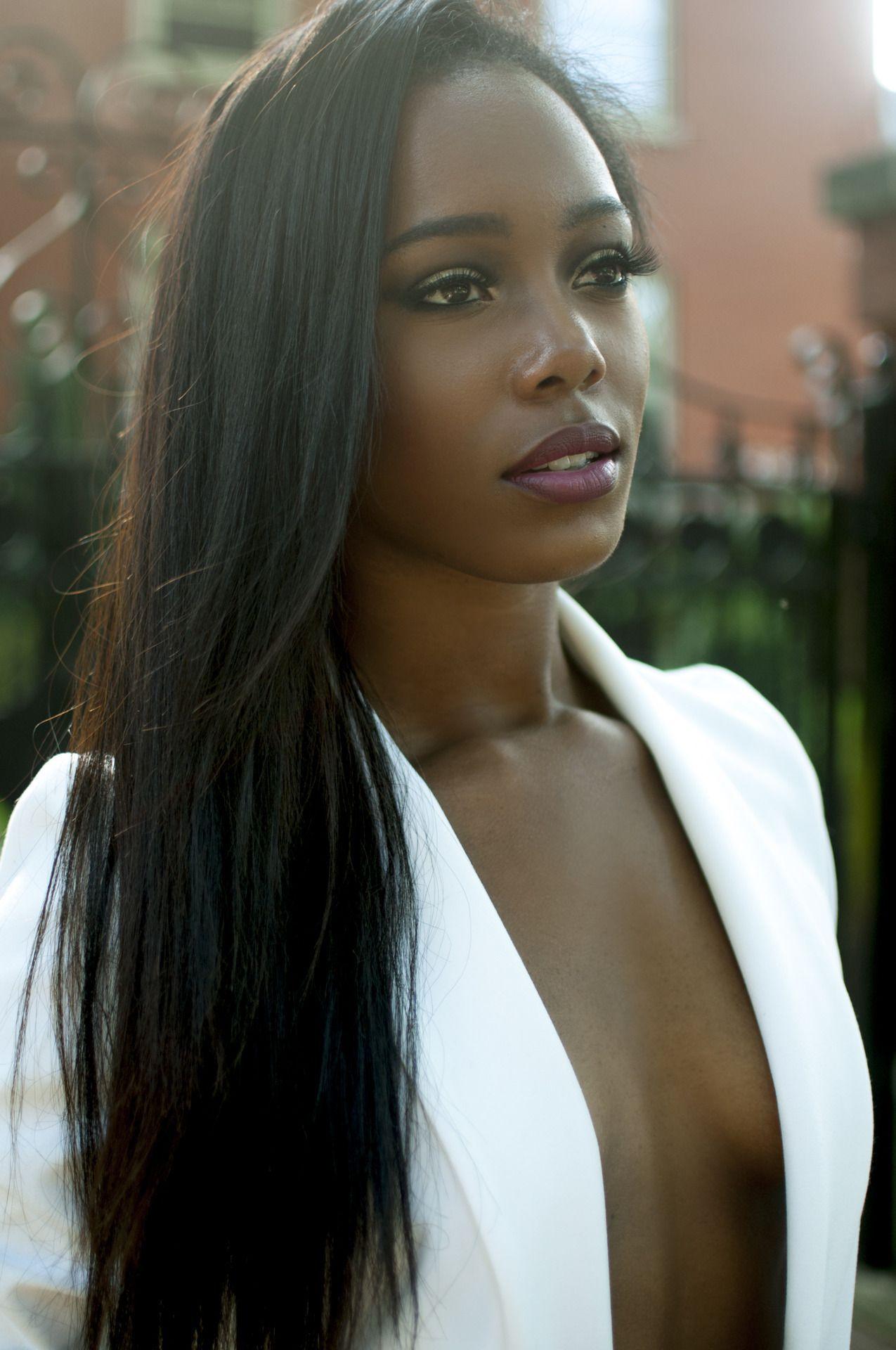 Рачком чулках брюнетка негритянка и блондинка онлайн