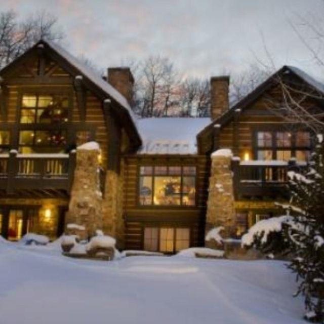 Found this on a property website, home in Colorado with ski out/ski in to your back door. Looks as though it's fresh out the movies, dream.
