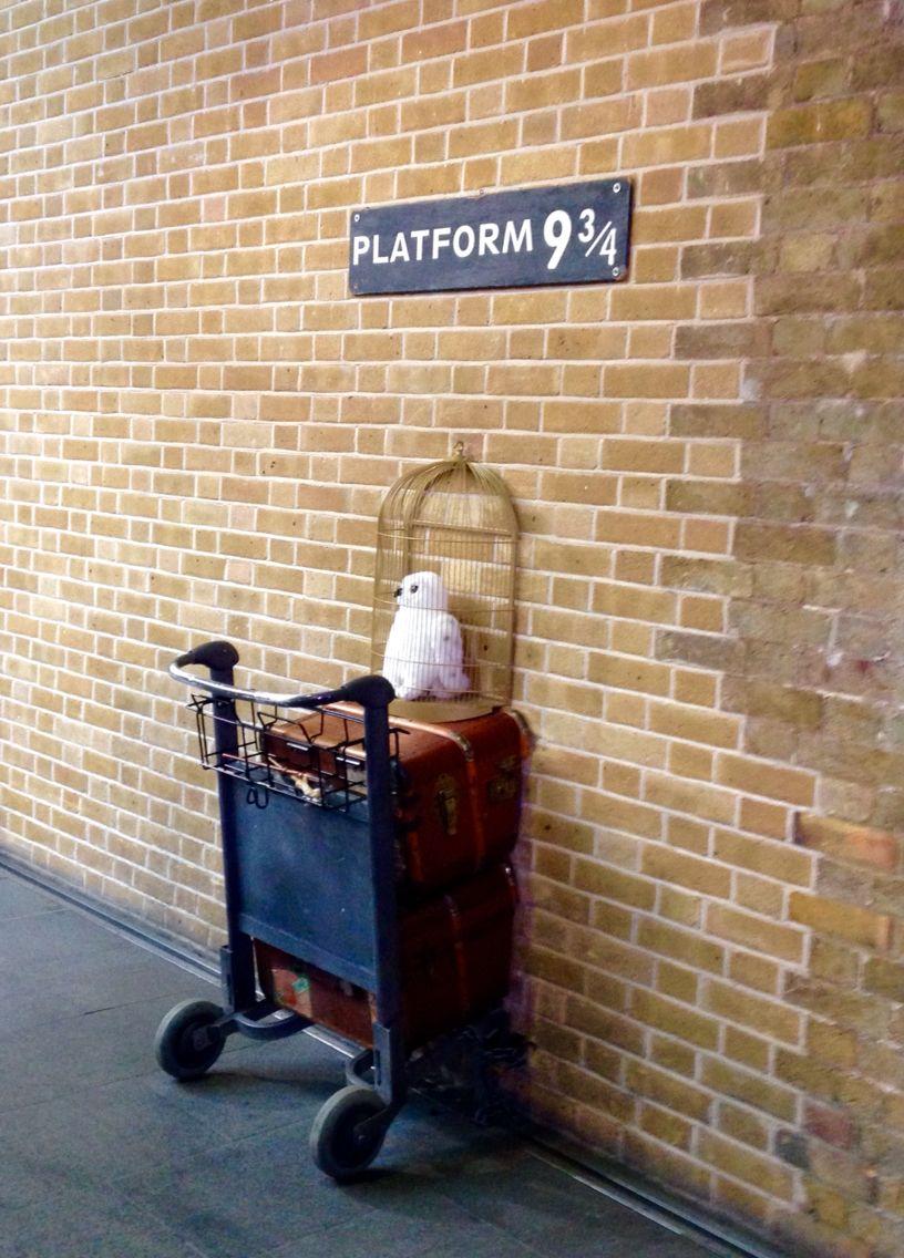 King S Cross Station Platform 9 3 4 Hogwarts Express Kings Cross Station Harry Potter Room Decor London Bath