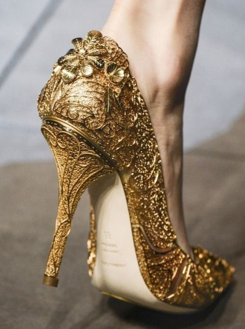 76099d3282c6 Dolce   Gabbana gold gilded heels