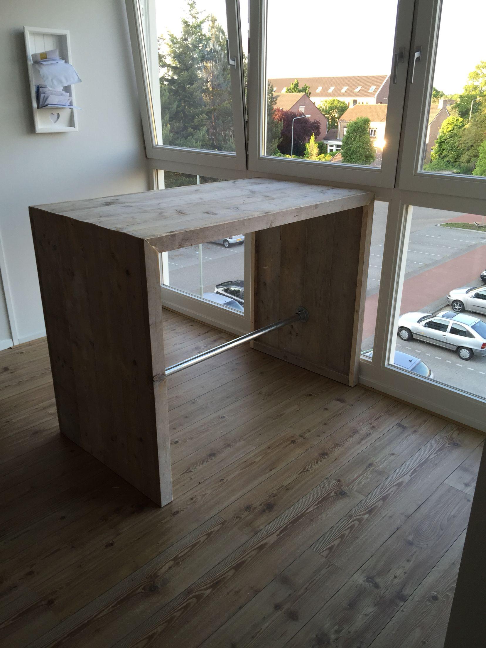 Bestaande eenvoudige keuken uitgebreid met extra keukenblok met ...