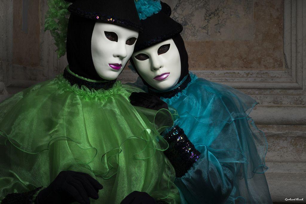 Die 2 Masken by Gerhard Busch