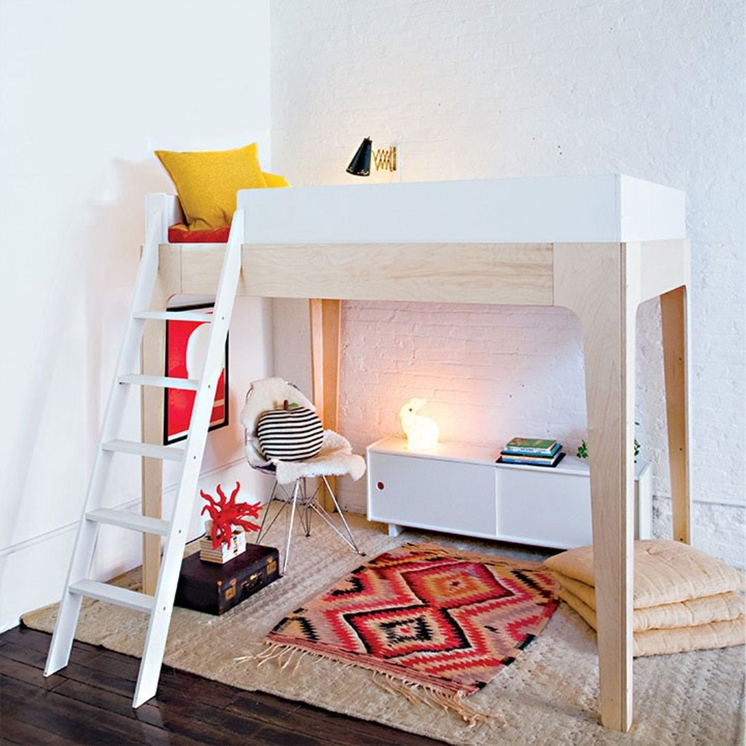 Loft bedroom staircase   Full Size Modern Loft Beds for Your Tiny Apartment  Modern lofts