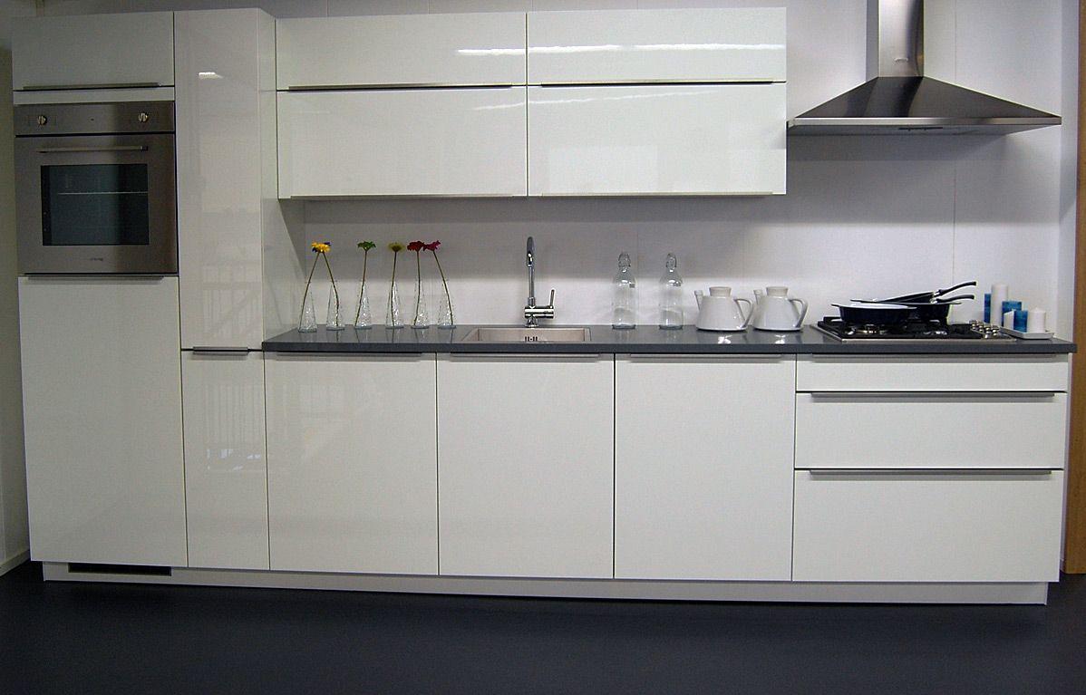 Complete keuken inclusief koeler oven vaatwasser gaskookplaat